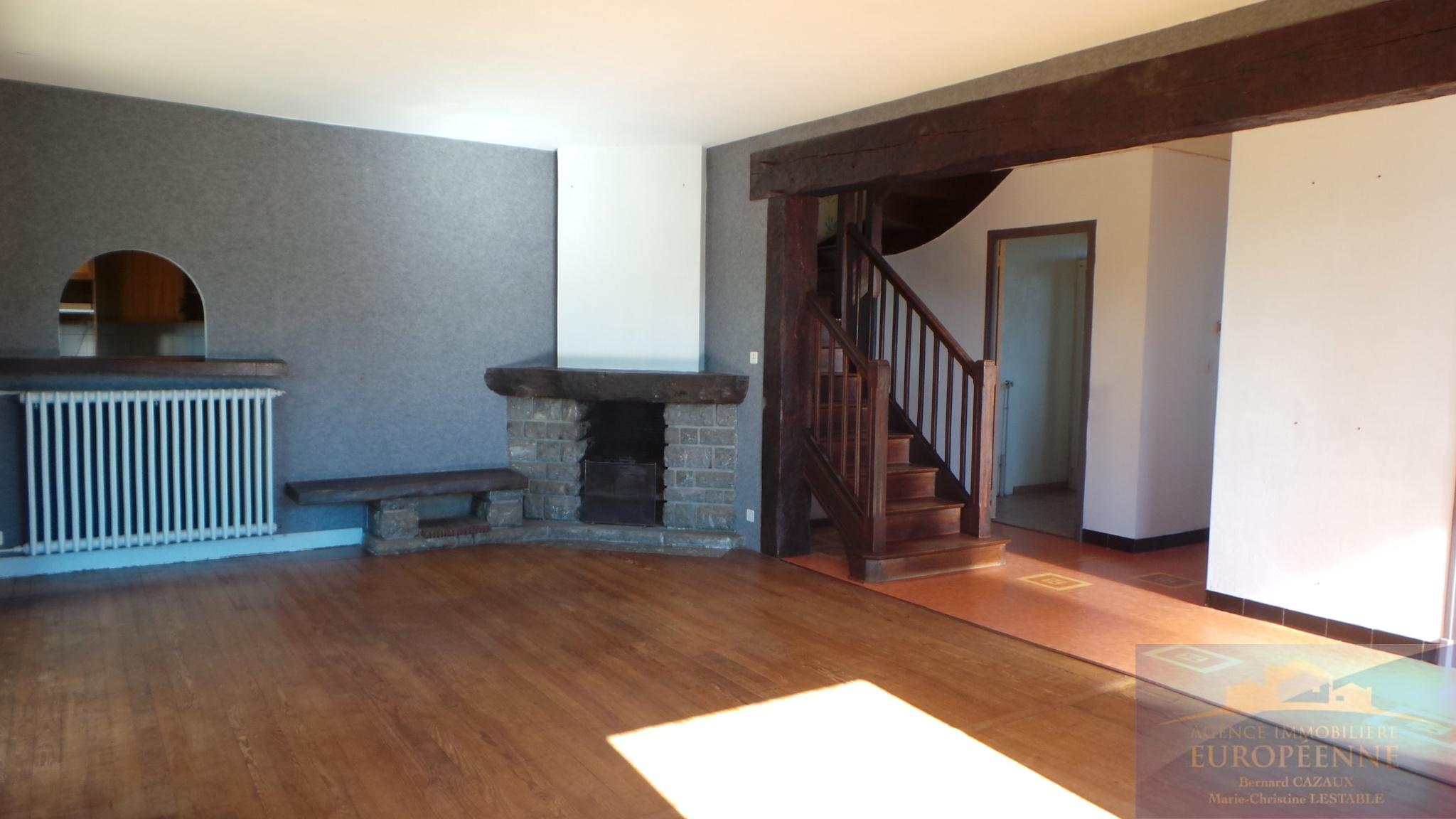 vente baisse de prix en plein coeur du village. Black Bedroom Furniture Sets. Home Design Ideas